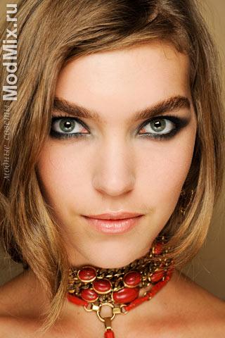 Модный макияж от Emilio Pucci