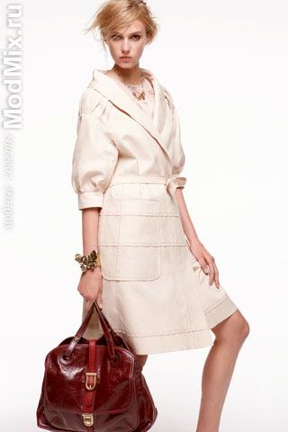 Модный плащ из коллекции Nina Ricci