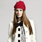 Белое пальто с шапкой из модной коллекции Love Moschino