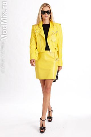 Модные юбка и жакет из желтой кожи. Коллекция Ralph Lauren