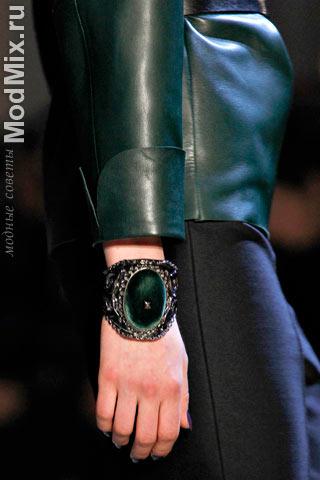 Модный браслет из коллекции Yves Saint Laurent
