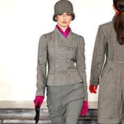 Акцент цвета фуксии на сером - модная идея от Ralph Lauren