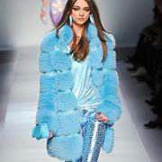 Голубая шуба из модной коллекции Blumarine