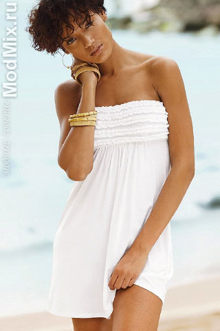Летняя бижутерия сочетается с пляжным платьем