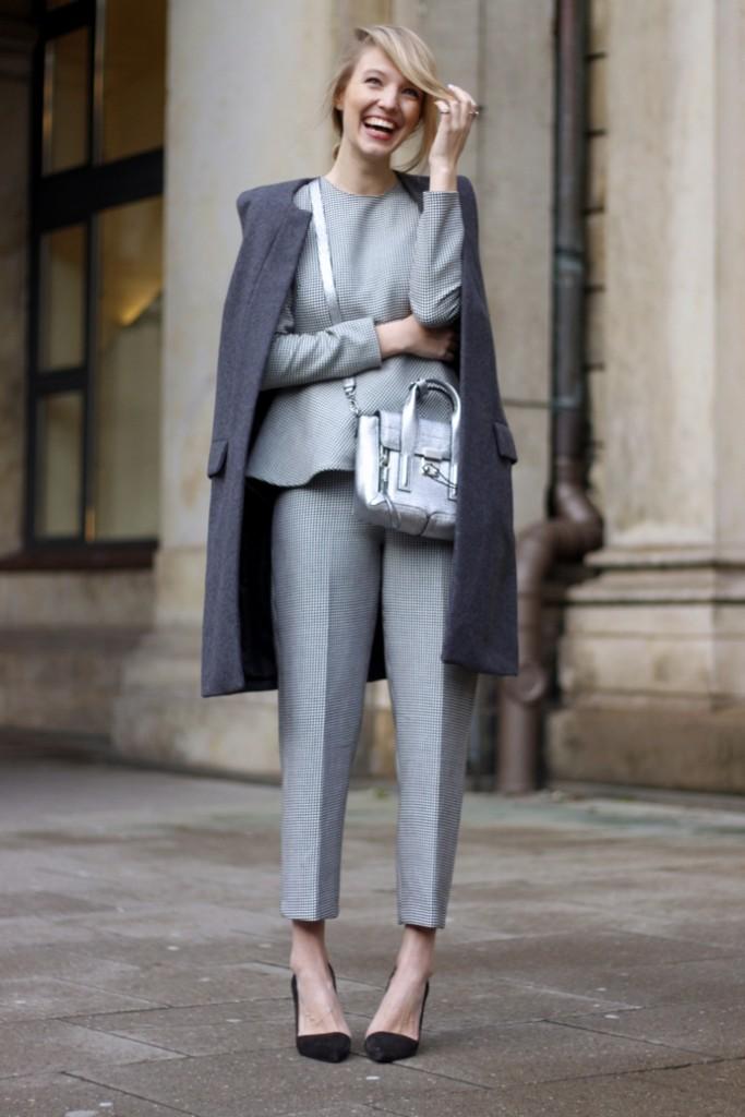 Костюм и пальто в оттенках серого