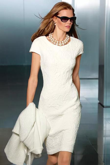 Белое платье и жемчуг