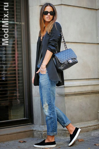 Слипоны с джинсами и пиджаком